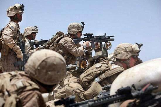 不满打仗替美军挡子弹,阿富汗士兵当内应,配合塔利班发起突袭