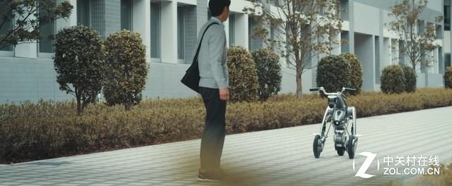日本研发可变形为摩托车的伙伴机器人