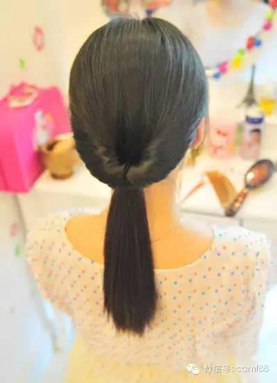 步骤五:不要把发型拉乱了,如果手里没有编发器的朋友,可以直接把头发