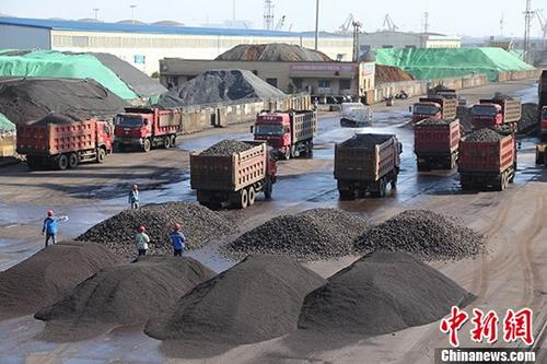资料图:货车。</p><p>中新社记者敖帅昌摄