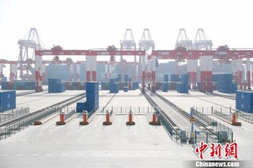全球规模最大的自动化集装箱码头--上海洋山港四期。张亨伟 摄