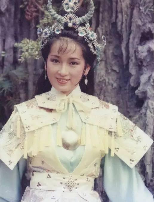 她是香港最美星二代的妈妈,也是《那年花开月正圆》孙俪婆婆
