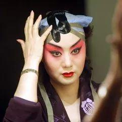 京剧演员李胜素的梅派艺术有什么特色?和传统梅派一样吗?_自己的-艺术-梅兰芳-戏曲界-京剧