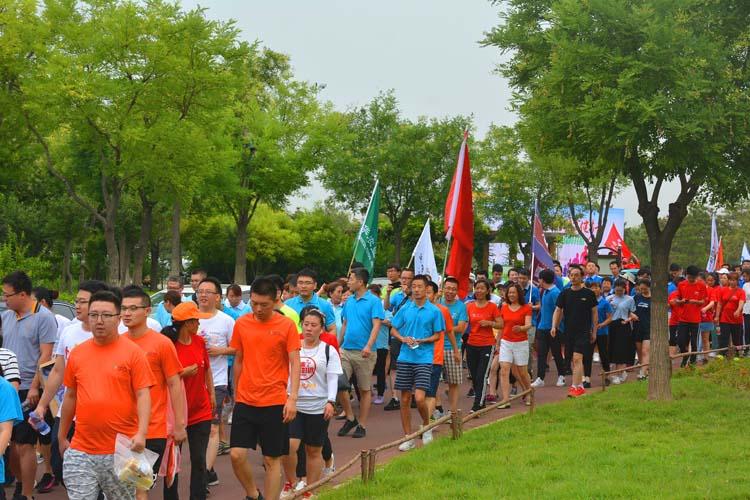 滨州市保险行业协会组织开展7.8保险扶贫健步走活动