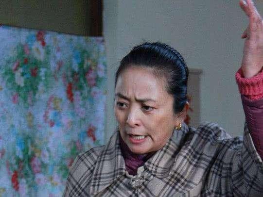 她三次嫁外国人都以离婚收场 如今55岁却活成这样