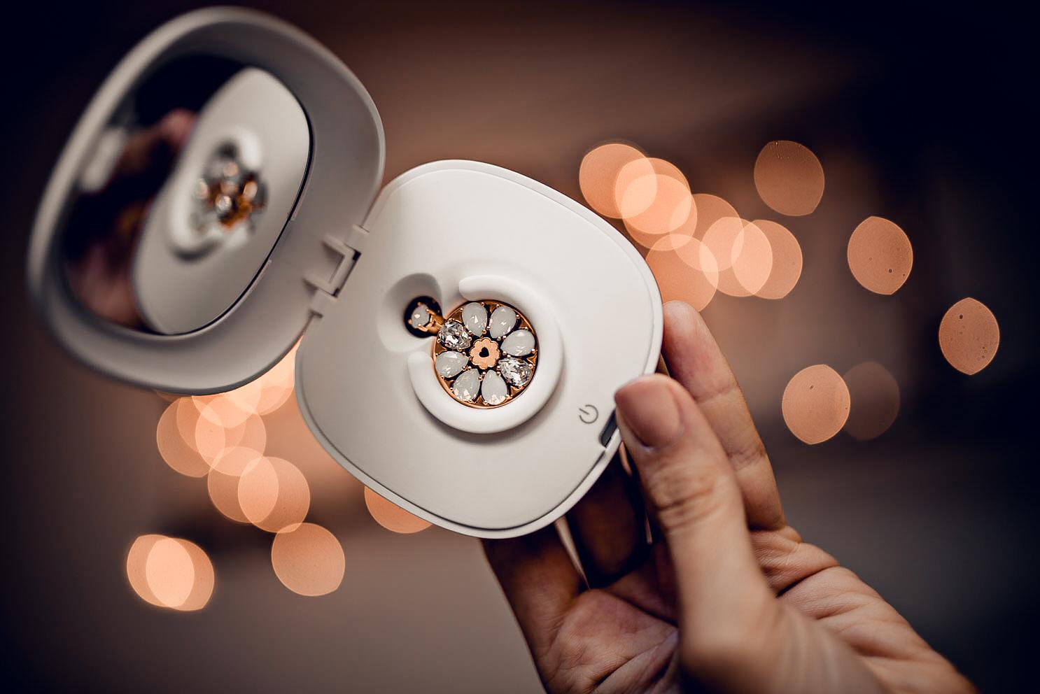 """""""懂爱更懂你""""的智能珠宝在中国建设银行正式上市图片"""
