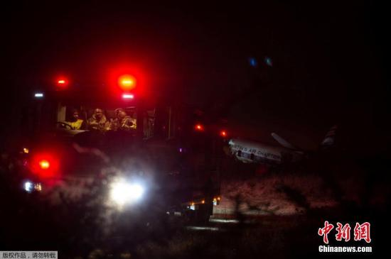 当地时间7月10日,南非比勒陀利亚,南非一架飞机在行政首都比勒陀利亚东北部的一座城市坠毁。紧急救援部门称,目前至少发现19人受伤,伤者已被运至医院救治。飞机型号与机上人数尚不清楚。????
