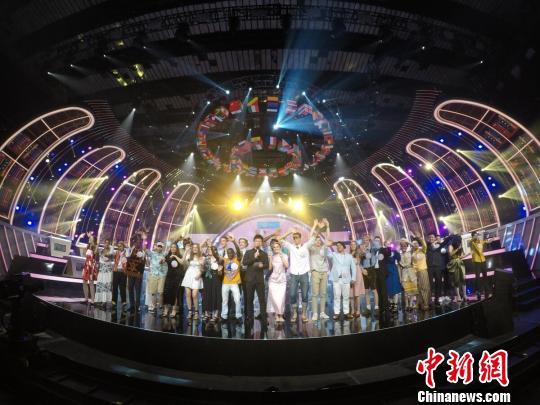 """""""汉语桥""""全球30强晋级选手合影。 节目组供图 摄"""