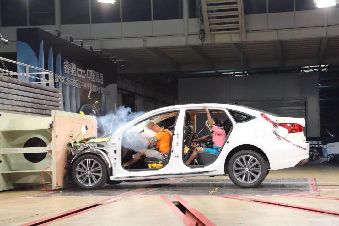 最大程度降低了事故安全风险,彰显了中国自主汽车的安全力量.