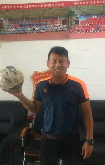 37年足球缘,菏泽一位足球教练对足球的深情厚爱