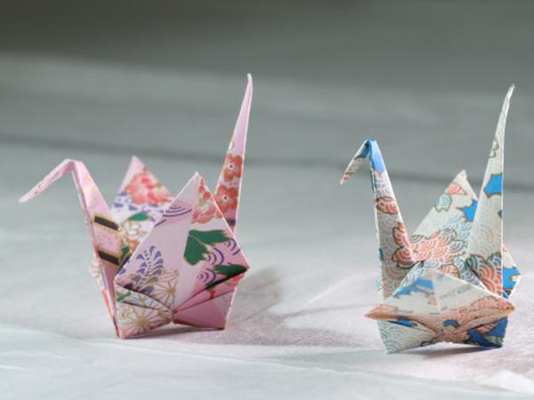 日本灾民断水断粮 却收到堆成山的千纸鹤