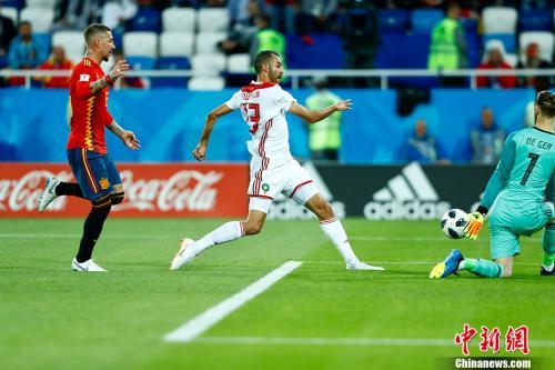 西班牙门将德赫亚在本届世界杯的表现无疑会让他的身价大打折扣。 <a target='_blank' href='http://www.chinanews.com/'>中新社</a>记者 富田 摄