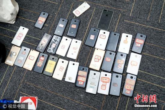 资料图:警方破获特大网络诈骗案。图片来源:视觉中国