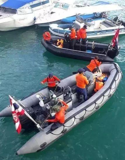 船拒载中国人_泰国总理甩锅中国人,船上工作人员要求脱救生衣,是