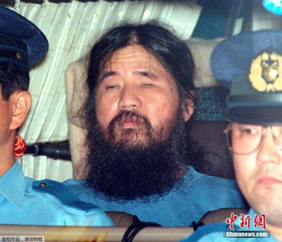 2018-07-21消息,日本对奥姆真理教教主麻原彰晃执行了死刑。麻原彰晃本名松本智津夫,2018-07-21出生于日本熊本县八代市,为奥姆真理教的创始人。因主谋策划东京地铁沙林毒气事件,造成12人死亡及5510人以上受伤,麻原彰晃遭到逮捕,缠讼多年后于2018-07-21被东京地方法院一审判处死刑。