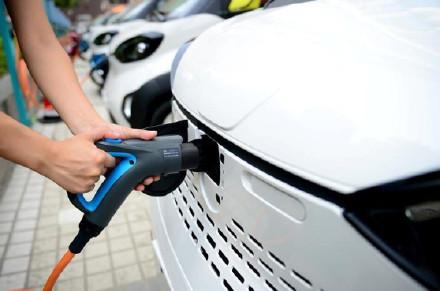新能源车补贴或退坡李登辉去世1/3 达摩克利斯之剑就要落下?