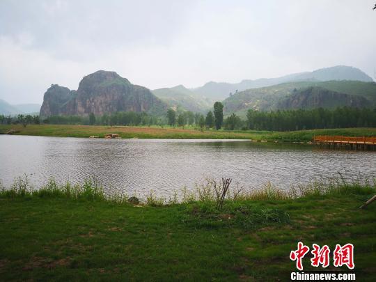 图为围场钓鱼台湿地公园 张桂芹 摄