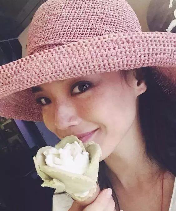 蔡徐坤爆甜被太阳亲吻的少女雀斑妆,孔孝真尹