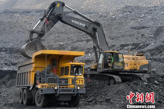 如今,中煤平朔集团已成为中国主要的动力煤基地和国家确立的晋北亿吨级煤炭生产基地。 武俊杰 摄