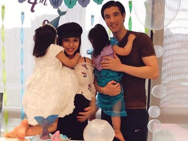 刘强东王力宏夫妇同框,李靓蕾挺孕肚脸比章泽天还小