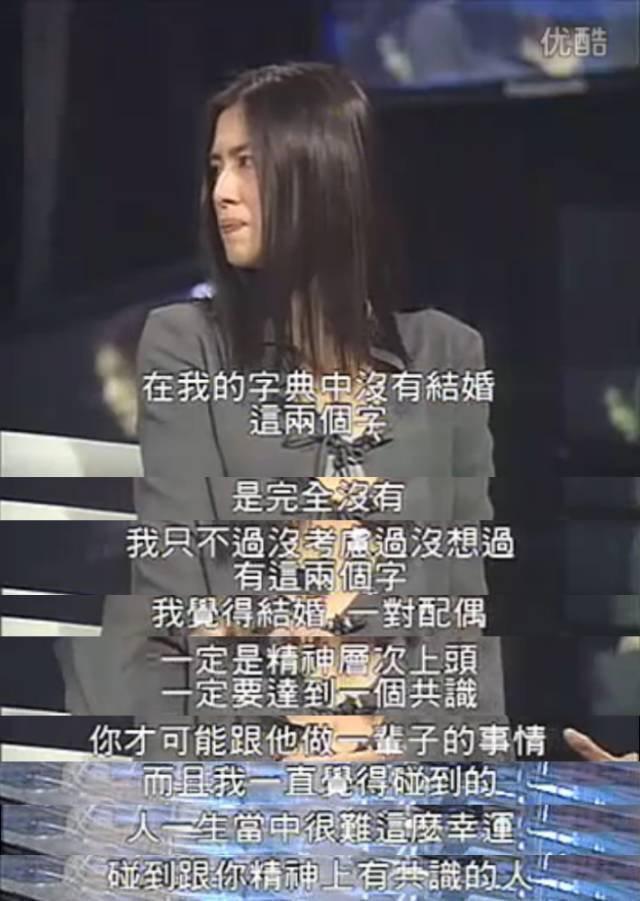 51岁王祖贤晒近照,双手捧脸凝视镜头似少女!