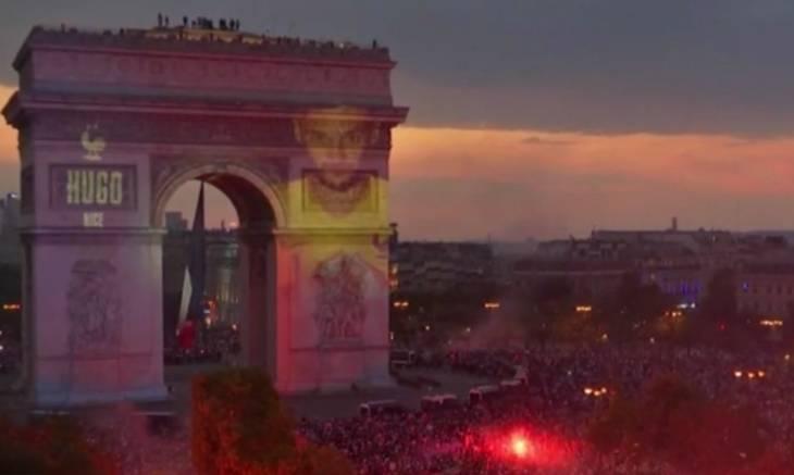 全城狂欢!法国全队头像被投影展示在凯旋门上