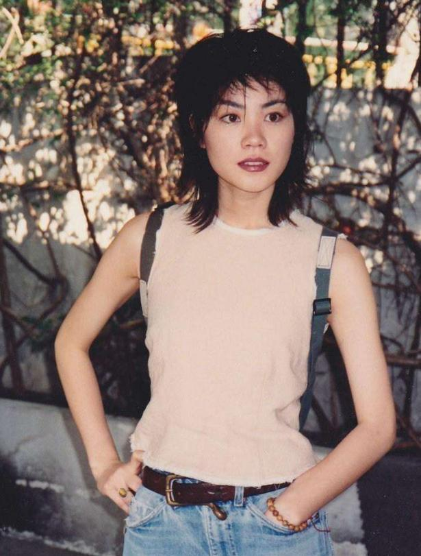 25年前的王菲冷酷与娇艳并存,而张柏芝青春靓丽