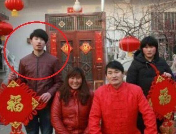 大衣哥妻子李玉华变化大,网友:简直是换了一个老婆