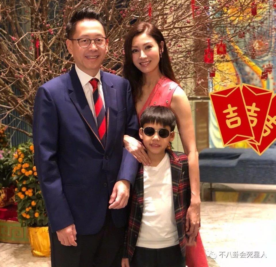 48岁李嘉欣隐退当豪门阔太,没想到她注册公司执照代理记账在家有这种癖好!
