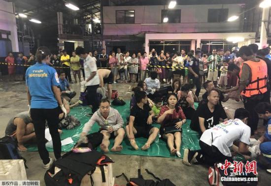 7月5日,泰国南部旅游胜地普吉岛发生沉船意外,3艘共载有近140名中国和欧洲游客的观光船在大浪中倾覆。