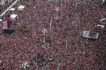 欢迎英雄回家!50万人齐聚首都 迎接克罗地亚队回国