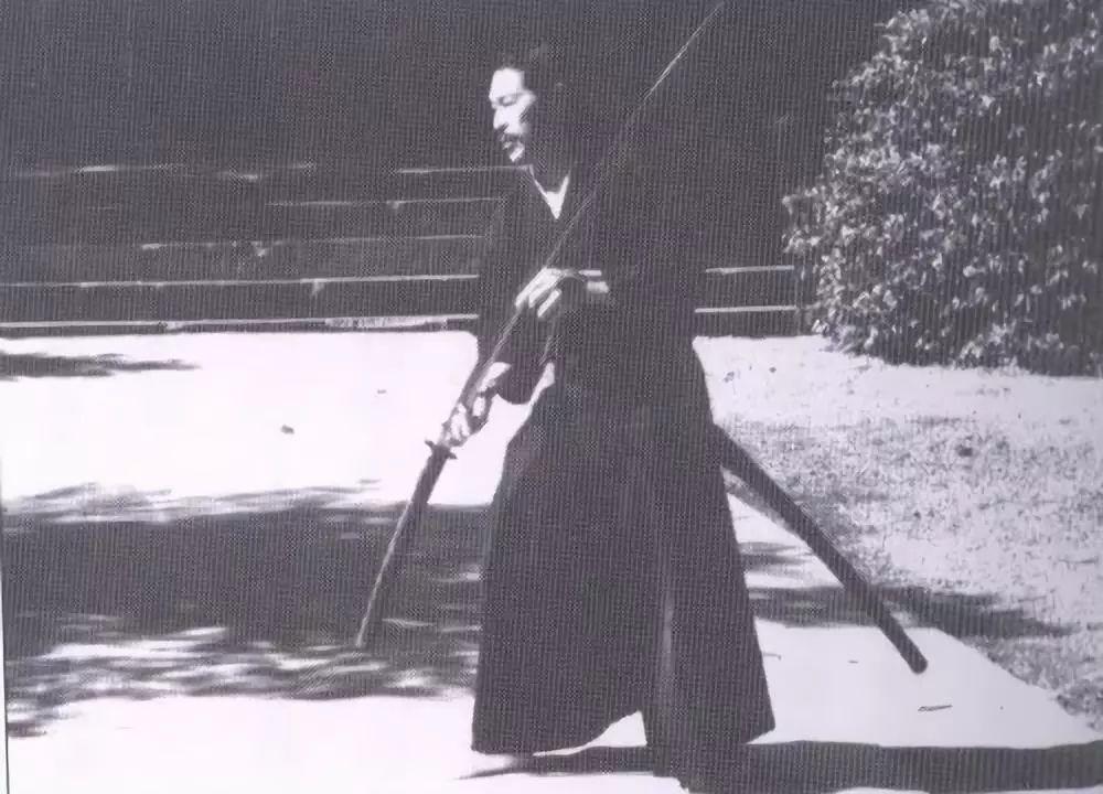 冷兵器研究所:谁说日本武士用肋差切腹?科普那些被歪曲的日本武士刀