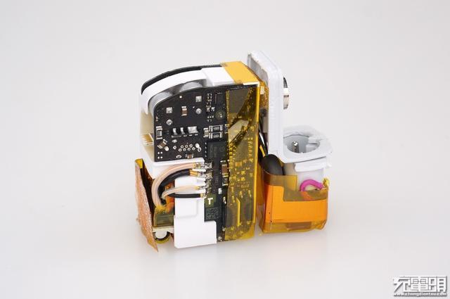 苹果30w充电器a1882与苹果29w充电器a1540拆解对比
