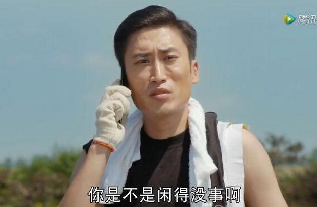 他是赵本山学历最高徒弟,给王家卫做过副导演,还是亿万富豪之子
