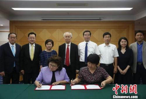 国家珠宝玉石质量监督检验中心(NGTC)与泰国珠宝研究院(GIT)在北京签署了科技合作意向书。陈溯 摄