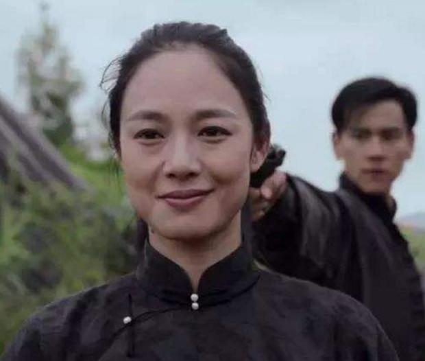 都说姜文最大的幸运是娶了周韵,但他能当导演却要感谢这个女人