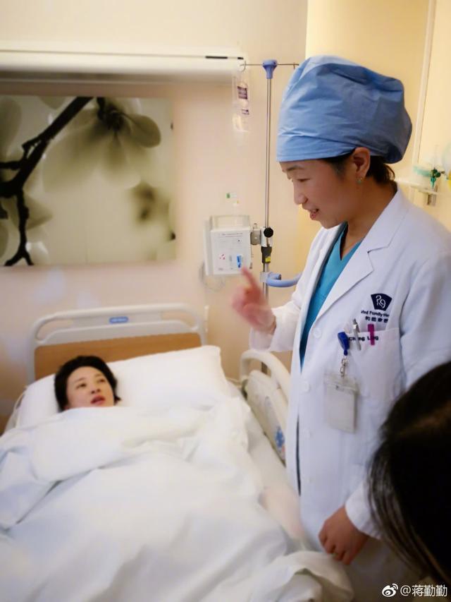 蒋勤勤首谈二胎经历:产前查出贫血严重,进手术室时紧张得抽搐