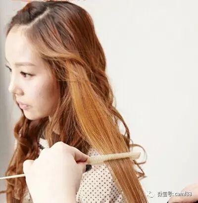 步骤二:里面的头发用直发夹夹直,发尾向内弯曲。