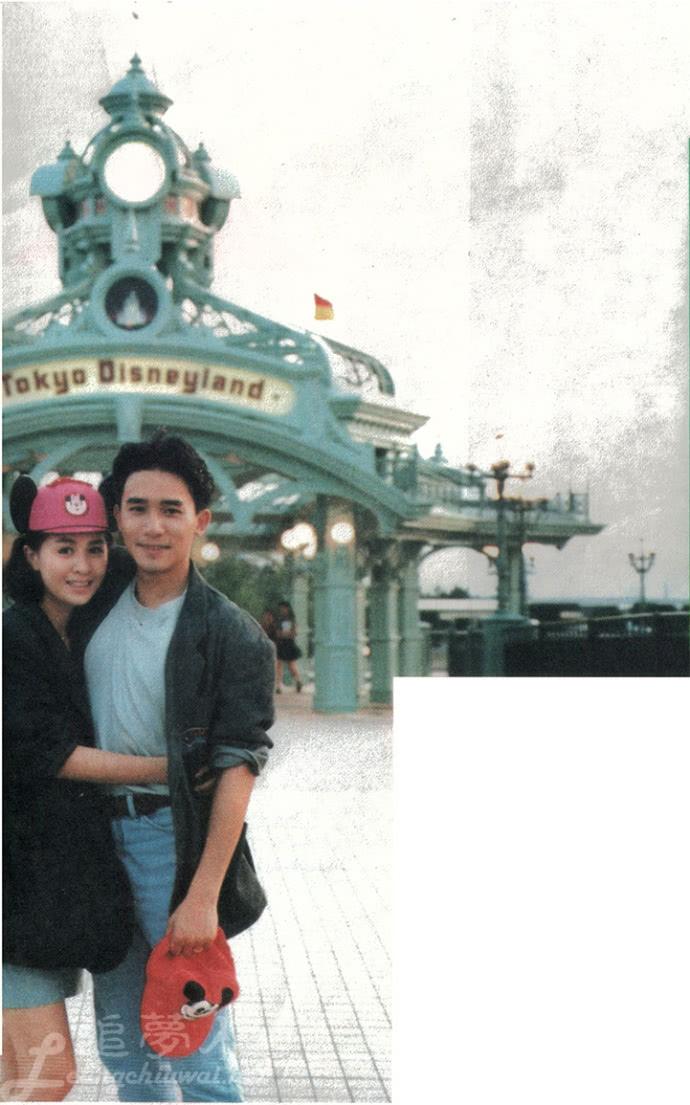 梁朝伟刘嘉玲29年前旧照曝光,迪士尼相拥互拍