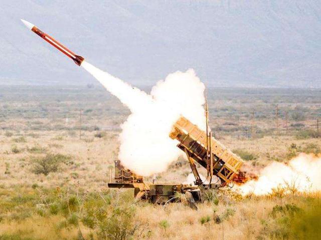 胡赛突然发射多枚导弹,沙特首都疑严重受损,为何不向伊朗反击?