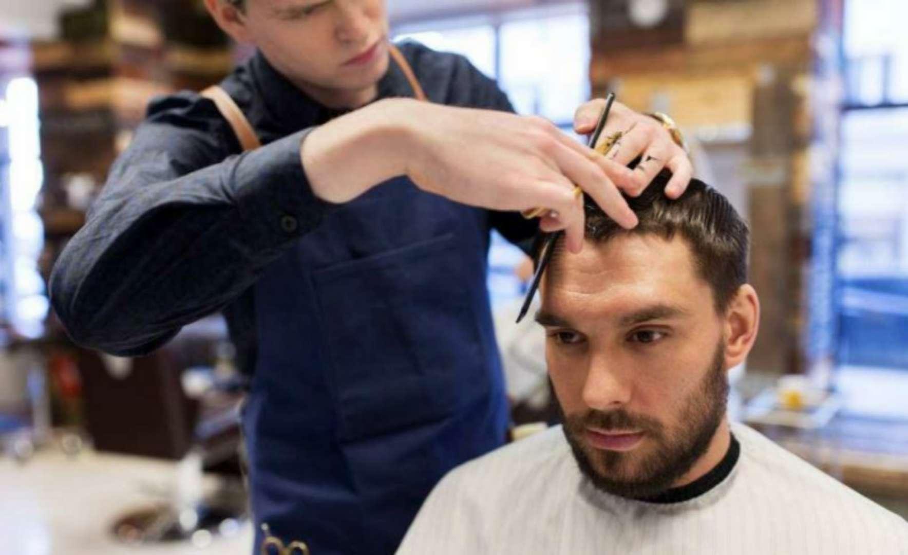 从理发师剪头发速度的快慢上,能判断其技术高低吗?