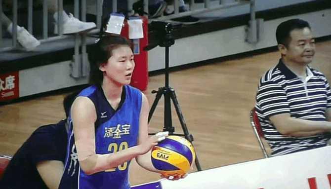 女排又一个00后新星崛起! 天津冠军教头重点培养, 年仅17岁