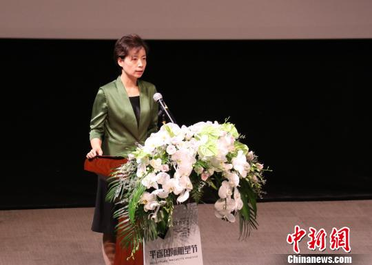 平遥县委书记武晓花致欢迎辞。组委会提供