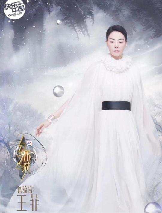 与王菲综艺同晚开播,赵薇感慨:闺蜜上节目与手拉手