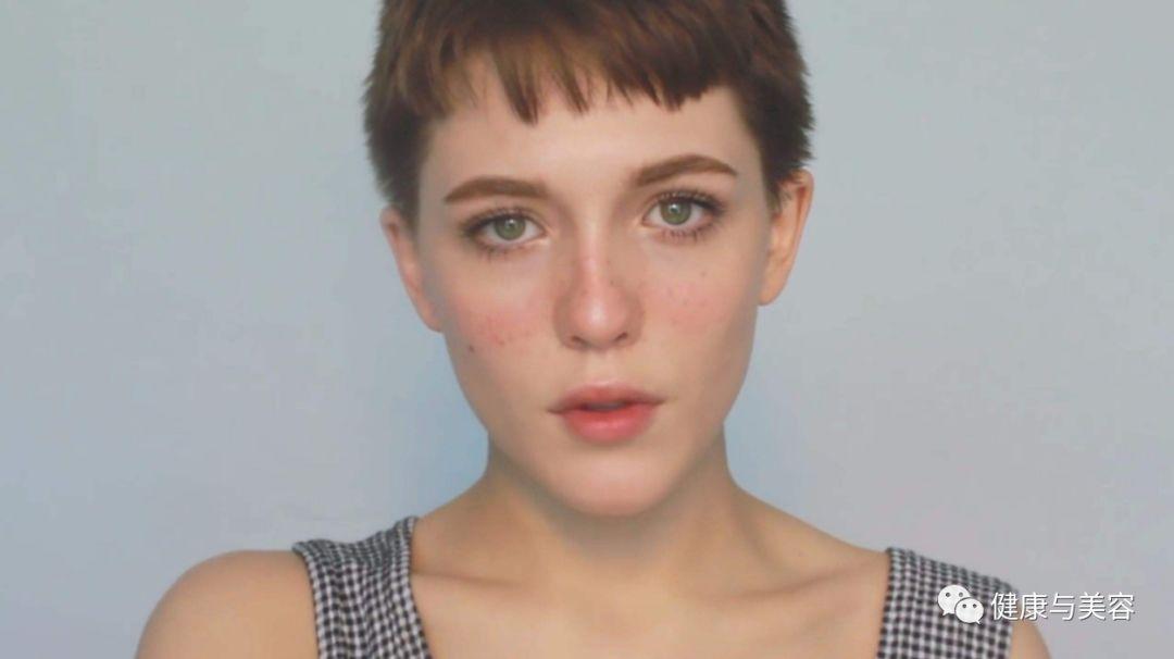 34岁杨丞琳模仿王菲的晒伤妆?用腮红调整面部形态 | 福利