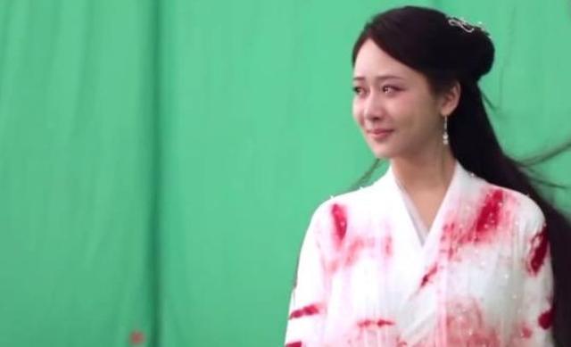 《白蛇传说》虐哭观众,戏外杨紫哭戏竟然是用眼药水?