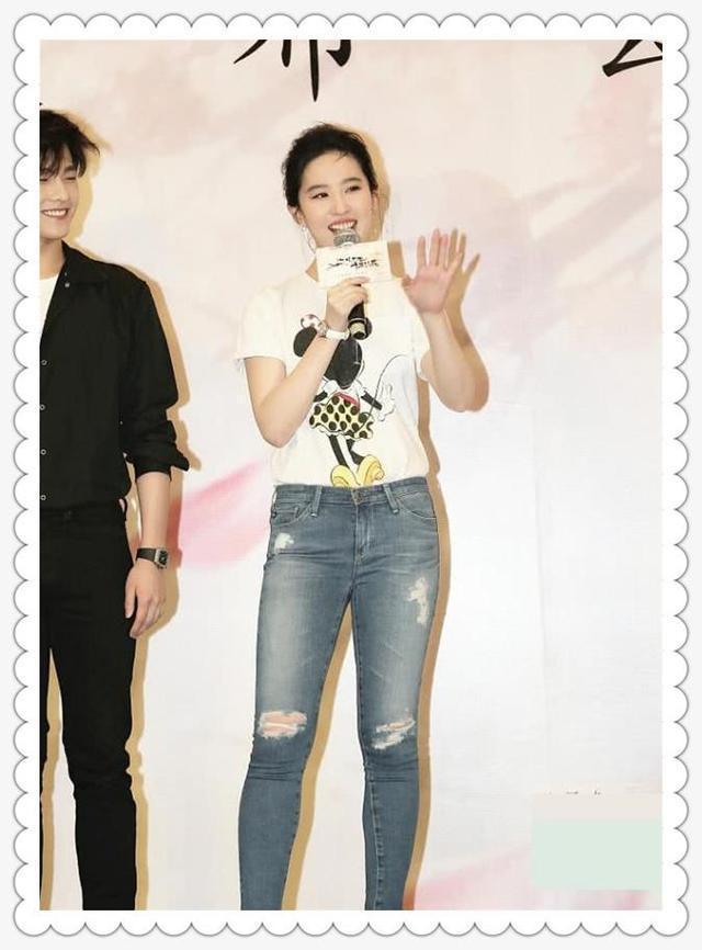 刘亦菲瘦了不止20斤!尖下巴都出来,网友:仙女脸再次征服时尚圈