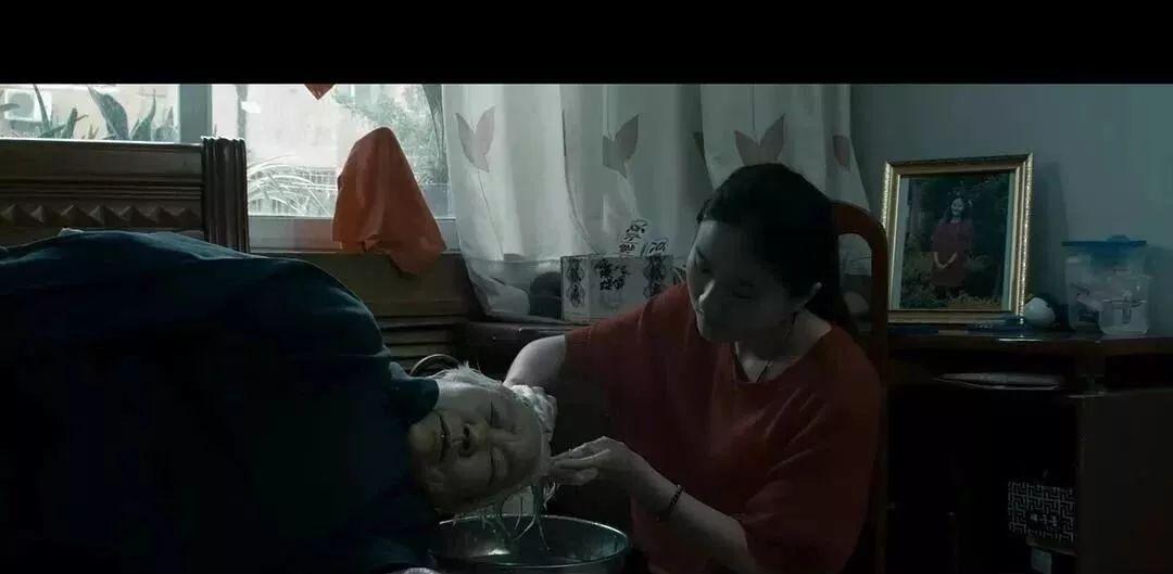 孩子在街头卖结局,算是这几个女儿中最a孩子的.傻妻电视剧大煎饼剧情介绍图片