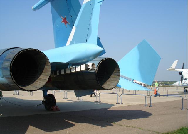 从现在眼光来看,苏-33能与我国歼15相比?连歼15都不如