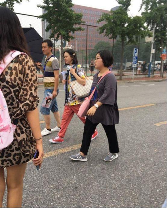 郑爽新剧造型彻底颠覆,中性风的少年感令网友直呼真实!